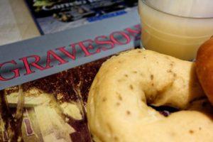 Distribution Tortillades à Graveson pour la St Eloi